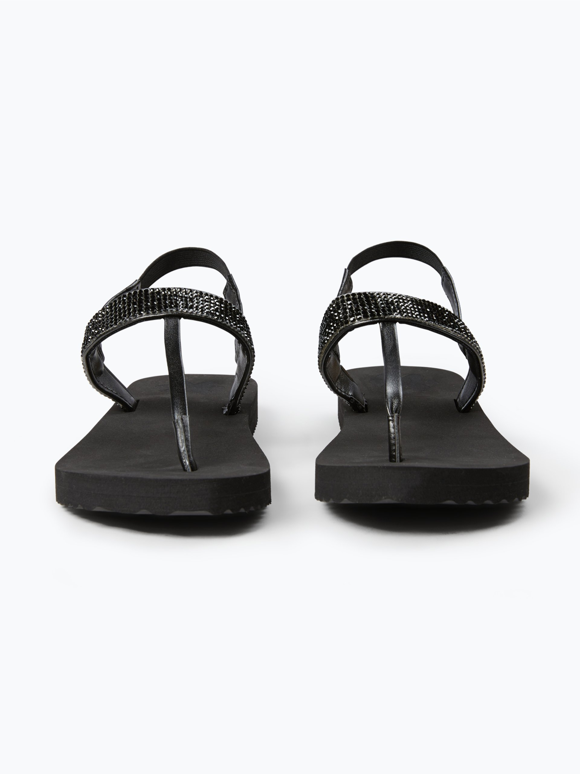 Keep your feet grinnin' and your footwear winnin' with our selection of Sanuk women's sandals. We've found that sandals are happiest when they tread the road less travelled – so we've designed our summer sandals accordingly.